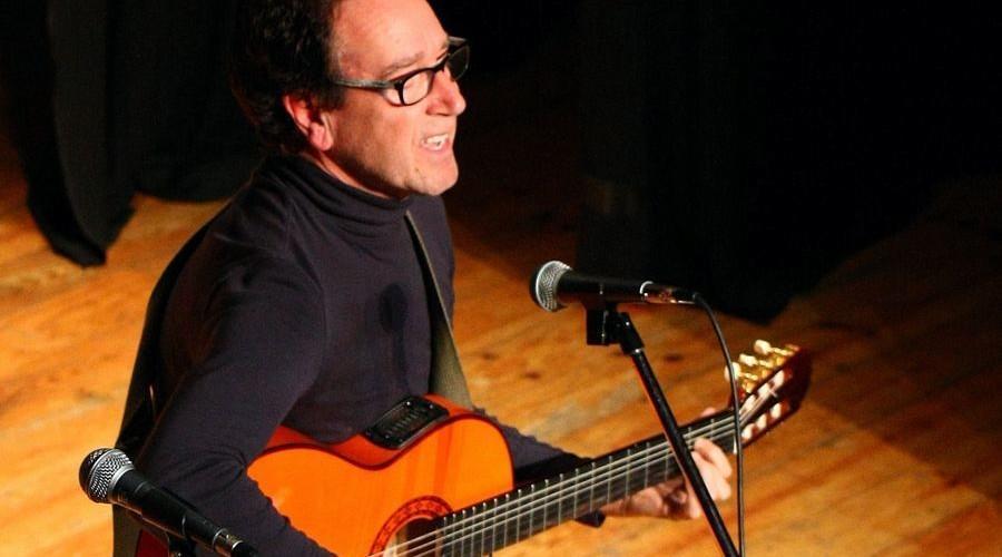 Eliseo Parra y Camponeses de Piàs em Évora: Cantos de la Tierra en el Alentejo Portugués